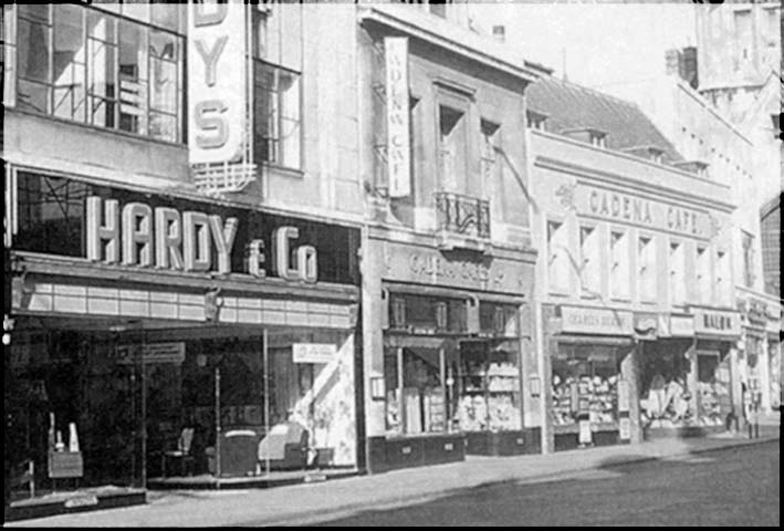 Eastgate St Gloucester showing the old cadena